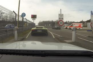BMW M3 se ia la întrecere cu un Porsche Cayman GT4 şi un Lamborghini Aventador LP 750-4 Superveloce; Acesta este un Ring Taxi! (Video)