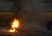 Un automobil Porsche 911 a luat foc spontan la New York Auto Show 2016