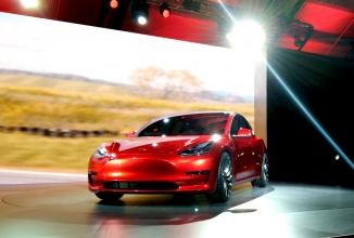Tesla recunoaşte că a subestimat masiv cererea pentru Tesla Model 3, care a primit foarte multe precomenzi