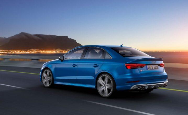 2017-Audi-S3-102-876x535