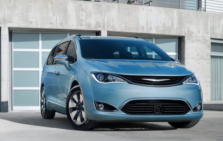 Chrysler-Pacifica-2017-1600-01