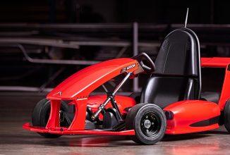 Arrow Smart-Kart este o maşinuţă de karting inteligentă pentru cei mici, controlată de pe telefon