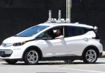 Automobile Chevrolet Bolt fotografiate în San Francisco şi pregătite pentru lansarea serviciului de ride sharing autonom Lyft