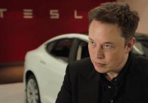 Elon Musk declară război industriei combustibililor fosili