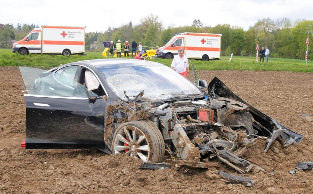 model-s-crash-germany-3