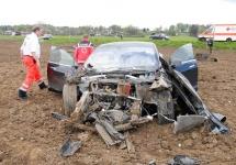 Un Tesla Model S a suferit un accident grav în Germania, dar cei 5 pasageri au fost salvaţi datorită designului frontal