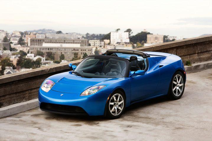 Vechiul Tesla Roadster Albastru