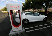 Tesla detaliază, modifică relaţia sa cu clienţii şi modul în care trebuie făcute plângerile legate de automobilele sale