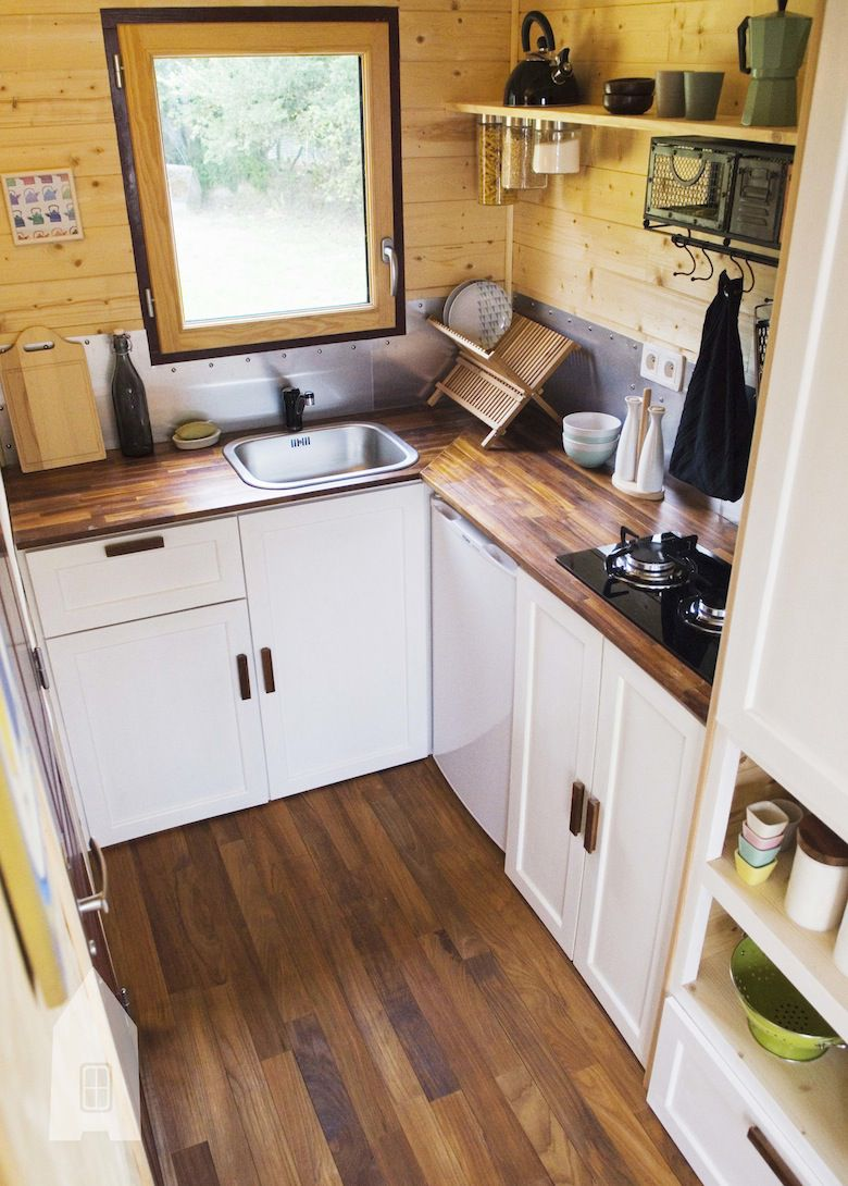 baluchon casa lemn pe roti (2)