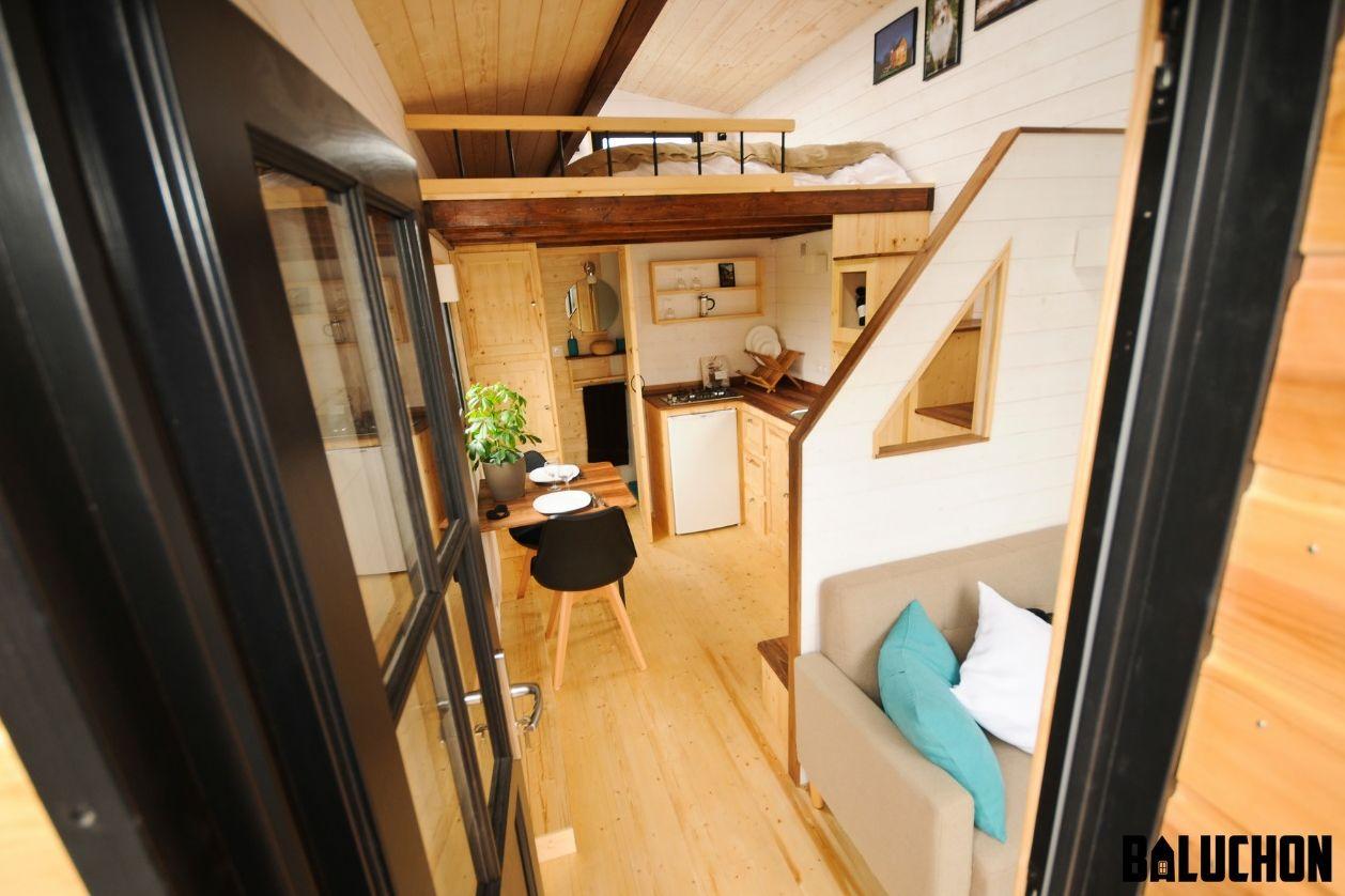 baluchon casa lemn pe roti (5)