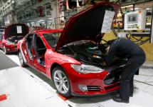 Tesla acuzată cum că ar opri clienții să vorbească despre reparațiile efectuate