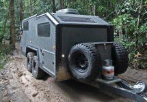 BruderX e o super rulotă pe care o poţi lua oriunde cu tine, solidă ca un tanc