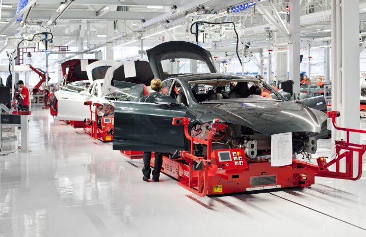 Fabricare masini electrice Tesla