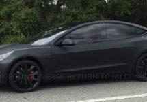 Tesla Model 3 este zărit în varianta prototip pe străzile din Palo Alto, California