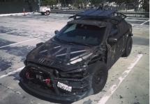Un Mitsubishi Lancer accidentat este transformat într-o mașină în stil Mad-Max de către un proprietar creativ