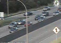 """Maşinile """"ţopăie"""" pe o autostradă din Minnesota, după ce aceasta se umflă din cauza căldurii (Video)"""