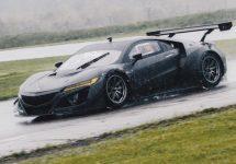 Acura NSX GT3 e un bolid superb, din fibră de carbon şi gata oricând de curse
