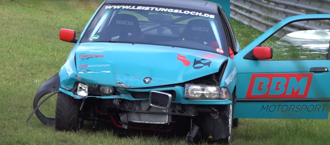 bmw-3-series-racecar-has-nurburgring-crash-completes-360-spin-like-it-s-nothing_3