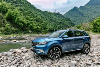 Roewe RX5, primul automobil ce vine cu YunOS la bord, este lansat oficial în China la un preț de 22.230 dolari