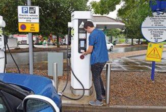 Deținătorii de automobile electrice din Marea Britanie vor fi taxați pentru folosirea stațiilor de încărcare rapidă