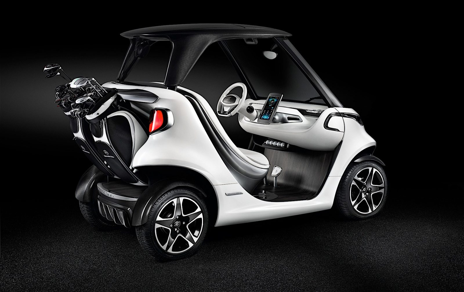 mercedes-benz-style-edition-garia-golf-car-a-star-on-the-golf-course_3