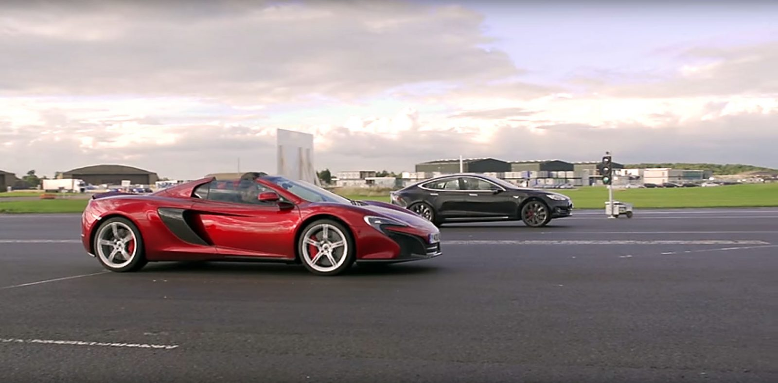model-s-p85d-drag-races-a-mclaren-650s-spider-and-the-tesla-is-all-out-of-gum-109765_1