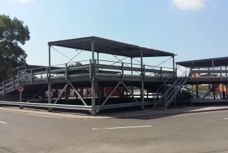O parcare cum nu s-a mai văzut in România; Primaria orașului Roman a construit o parcare modulară pentru zonele aglomerate