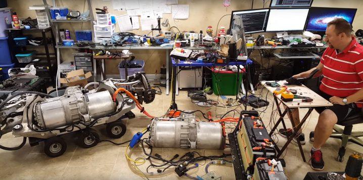 tesla-hacker-is-building-a-1000-hp-ev-with-two-tesla-performance-motors-109708_1