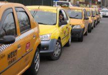 Taximetriştii protestează împotriva creşterii preţurilor RCA, care au falimentat chiar unele companii