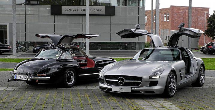 Mercedes-Benz_SLS_AMG_(C_197)_&_Mercedes-Benz_300_SL_(W_198)_–_Frontansicht,_10._August_2011,_Düsseldorf