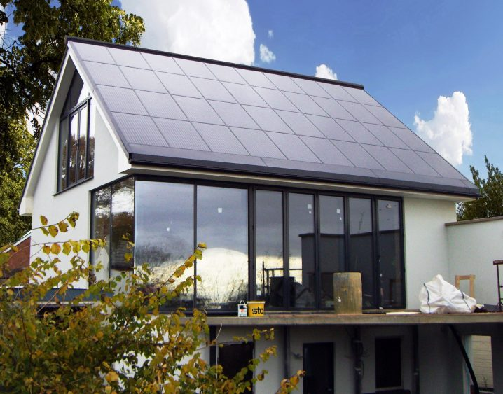 Residential-property-with-solar-PV-roof