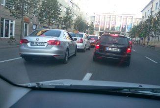 Patru șoferi Uber au fost amendați în Cluj după ce un grup de taximetriști le-au întins o cursă (Video)