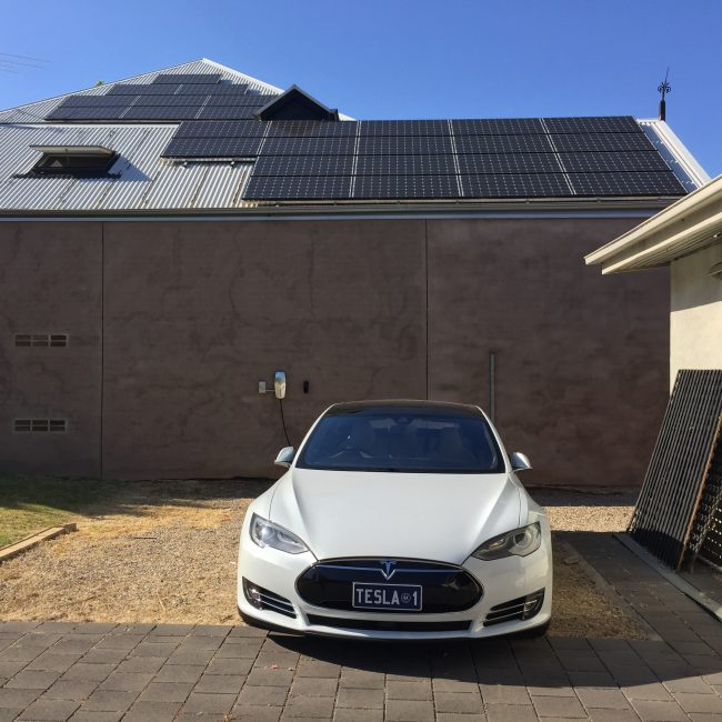 model-s-and-solar-panels
