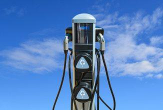 Numărul staţiilor de încărcare pentru automobile electrice e în creştere, iar cel al benzinăriilor în scădere