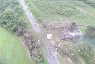 Un camion ce transporta piese pentru Takota a explodat pe marginea unui drum și a provocat moartea unei femei