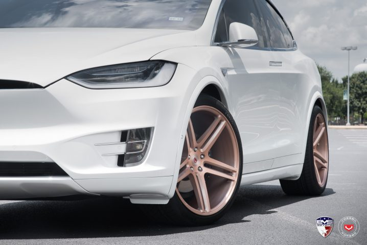 white-tesla-model-x-sits-on-gold-vossen-forged-wheels-111541_1