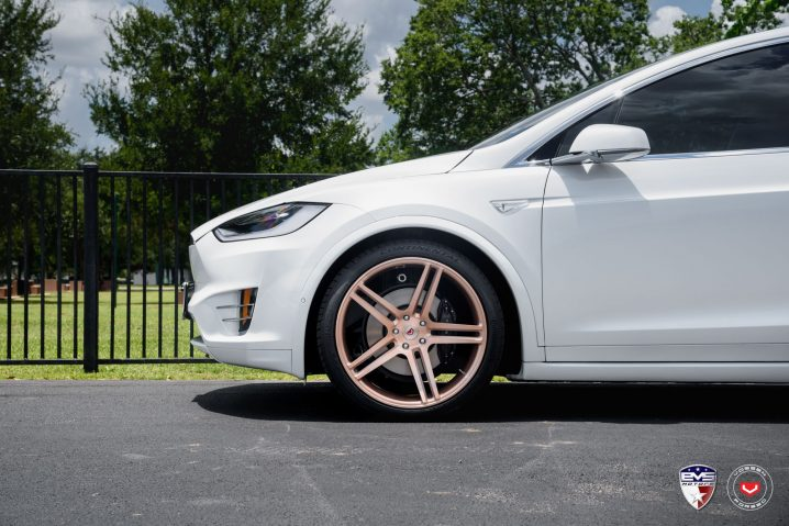 white-tesla-model-x-sits-on-gold-vossen-forged-wheels_2
