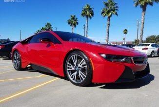 BMW i8 arată superb în versiunea Proton Red; 100 de modele sunt disponibile pentru Statele Unite