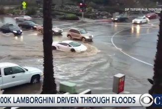 Un Lamborghini Gallardo înfruntă inundaţiile din California fără să ia apă, trece prin valuri ca un jeep (Video)