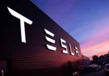 Tesla Motors livrează 24.500 de mașini în semestrul 3 al anului curent; Compania plănuiește 50.000 de automobile electrice văndute până la sfărșitul anului