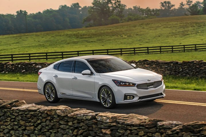 2017-kia-cadenza-sxl-front-three-quarter-07