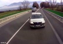 Cum arată o coliziune frontală cu o Dacia Logan, filmată dintr-un tir (Video)