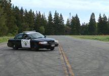 Aşa învaţă poliţiştii americani să şofeze, în mod cât mai eficient, dur şi curajos chiar (Video)