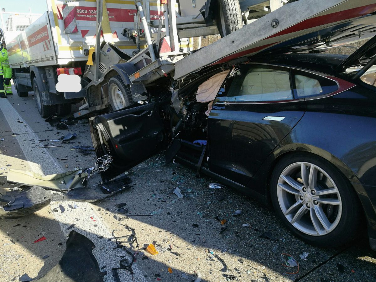 tesla-crash-2