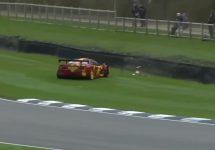Toboşarul Pink Floyd îşi loveşte preţiosul McLaren F1 GTR în faţa camerei (Video)