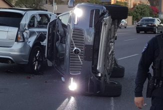 Un automobil autonom Uber are un accident grav în Arizona, fiind întors pe o parte; Uber opreşte testele self driving