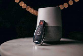 Cumpărătorii de automobile Mercedes vor avea de ales între asistenţii virtuali Alexa şi Google Assistant (Video)