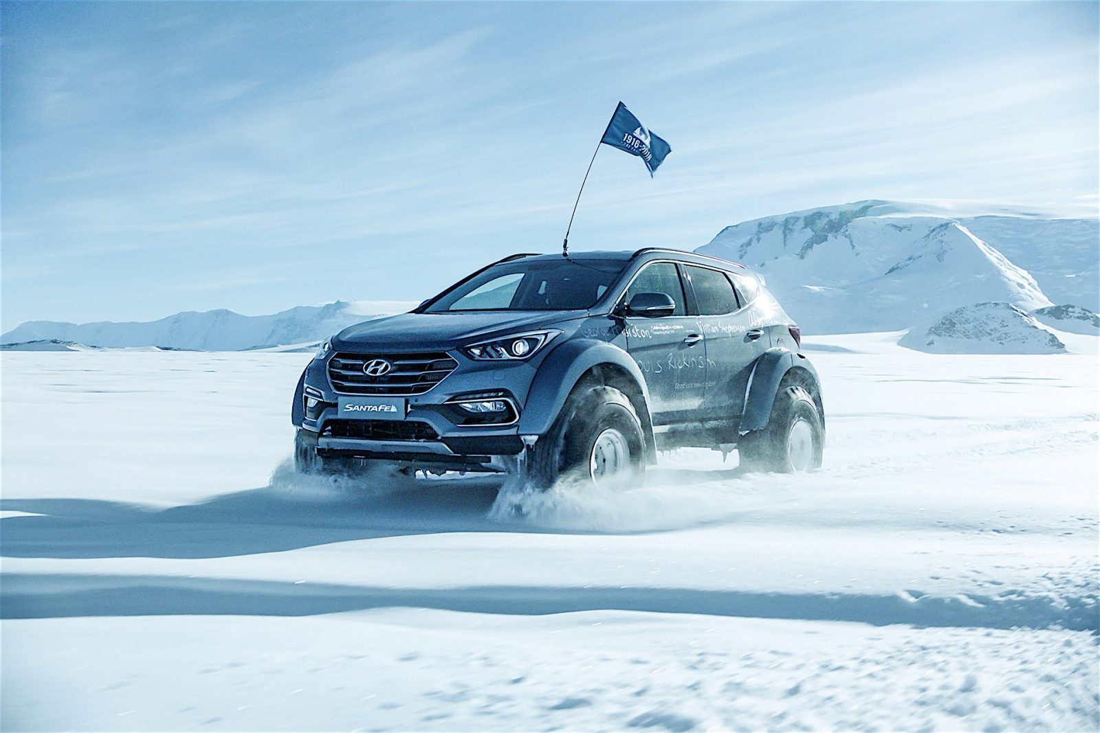 hyundai-santa-fe-conquers-the-antarctic-driven-by-great-grandson-of-sir-ernest-s_12