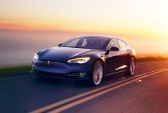 Sistemul Tesla Autopilot este considerat periculos de unii utilizatori; aceștia depun plângeri în instanță
