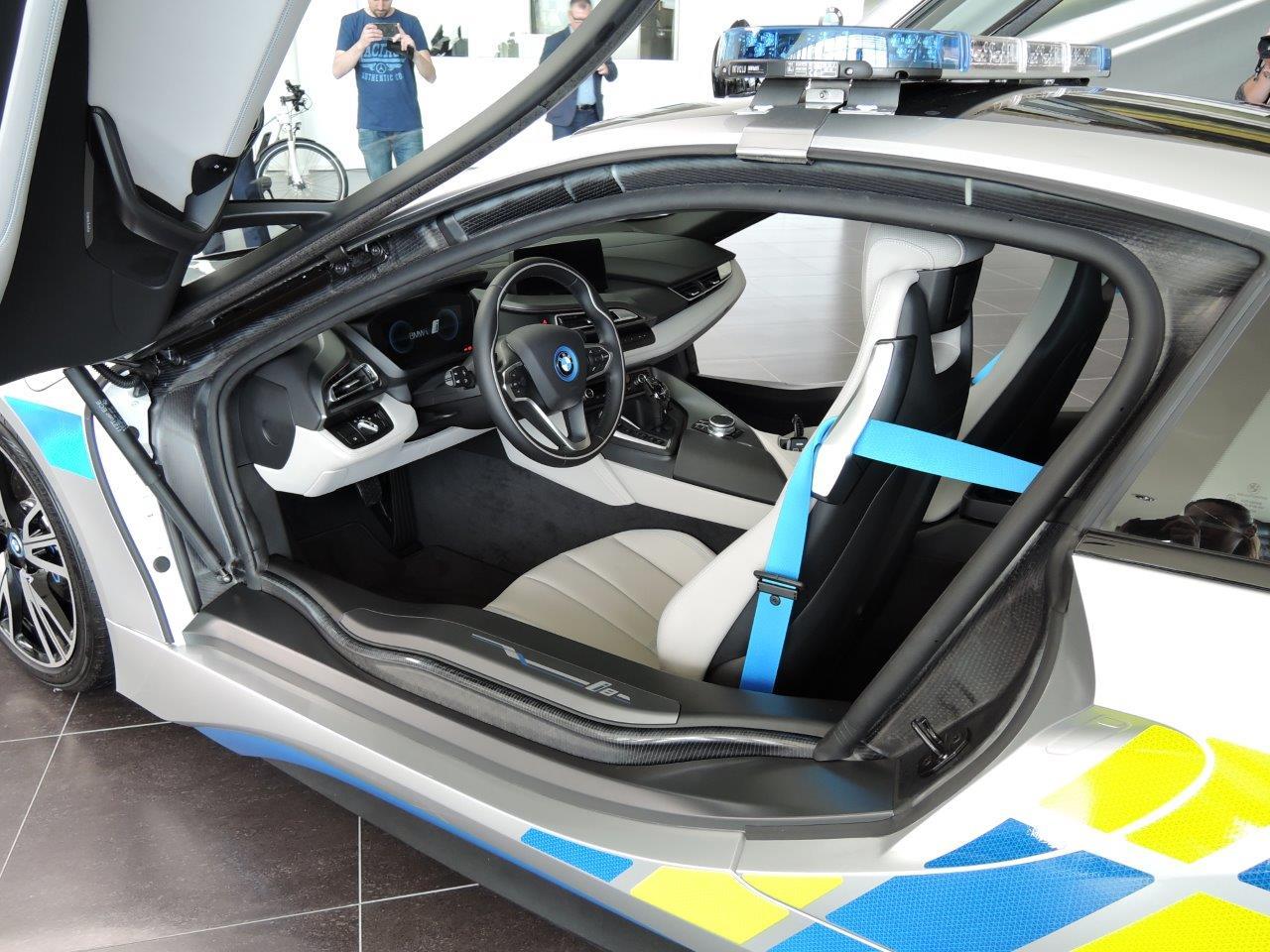 BMW-i8-Police-Car-3